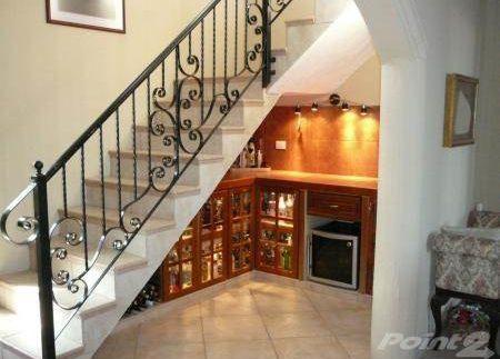 Stair case-bar
