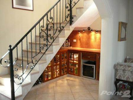 Stair case-bar